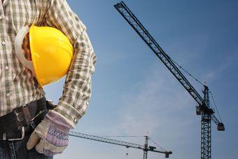 Praca w budownictwie się opłaca? Jakie są zarobki?