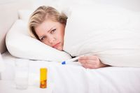 Jak rozliczać wynagrodzenie chorobowe na przełomie roku?