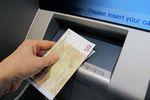 Wypłata z bankomatu za granicą: bywa drogo