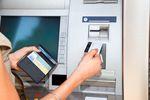Wypłata z bankomatu za