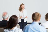 """Jak reagować na """"trudne"""" pytania podczas prezentacji?"""