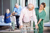 Zarobki opiekunów seniorów w 2019 roku