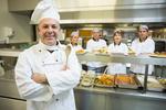 Ile zarabia kucharz?