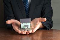 Zarządzanie najmem: samodzielnie czy z firmą?