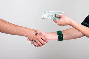 Polacy nie liczą na premie pieniężne za 2013 rok
