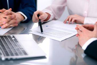 Jak zatrudniać cudzoziemców: przedłużenie zezwolenia na pracę