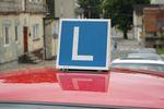 Sprzedaż samochodu osobowego a zwolnienie z VAT