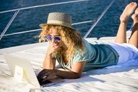 Jak wykorzystać okres wakacyjny w firmie?