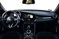 Alfa Romeo Giulia Veloce TI - deska rozdzielcza