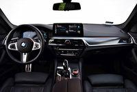 BMW 530e xDrive Touring - deska rozdzielcza