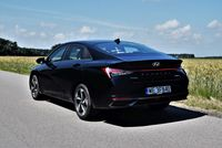 Hyundai Elantra 1.6 MPI Executive - z tyłu