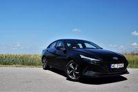 Hyundai Elantra 1.6 MPI Executive - z przodu