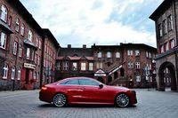 Mercedes-Benz E 400 4MATIC Coupe - z boku