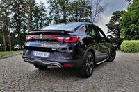 Renault Arkana E-TECH - z tyłu