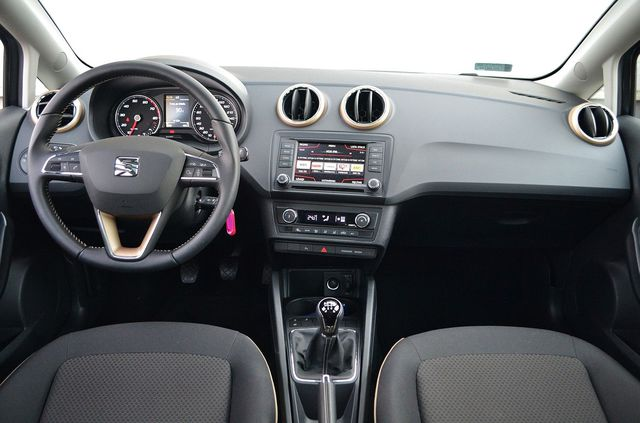 Niesamowite Seat Ibiza 1.2 TSI Style - wnętrze KI35