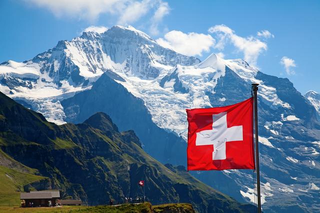 Pierwsza praca w Szwajcarii? Sprawdź, jak się ubezpieczyć!