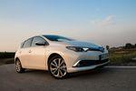 Toyota Auris Hybrid – popija benzynę przez słomkę