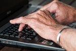 Polska gospodarka potrzebuje aktywizacji zawodowej seniorów. Co stoi na przeszkodzie?