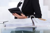 Dlaczego warto wybrać outsourcing usług księgowych?