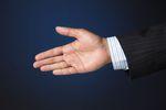 Dobre wychowanie obowiązuje też w biznesie: 12 zasad savoir vivre