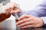 Polacy kupują nielegalny alkohol