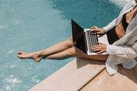 Jak zadbać o cyberbezpieczeństwo na wakacjach?