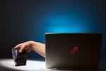 Wirusy, wyłudzenia i inni. Jak dbać o bezpieczeństwo w internecie?