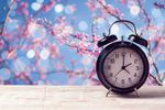 Zmiana czasu na letni nie zmniejsza pensji