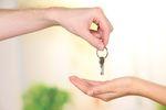 Mieszkanie w darowiźnie: podatek od sprzedaży a zachowek