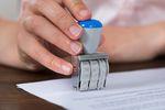 Decyzja administracyjna: kiedy wstrzymanie wykonania?