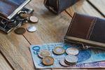 Czy długi Polaków znikną, gdy pensje wzrosną o 140 proc.?