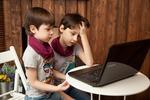 TikTok, Roblox i gry wideo - tego szukały dzieci w sieci