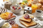 Firma hotelarska może odliczyć VAT od usług gastronomicznych