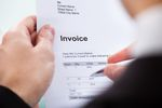 Podatnik zwolniony z VAT: w 2014 r. faktura czy rachunek?