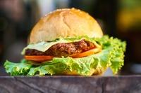 O tym, czy podlegająca opodatkowaniu VAT czynność jest usługą restauracyjną, czy dostawą towarów spo