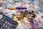 Inwestowanie pieniędzy: pomaga tania złotówka