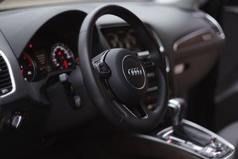 Kierownica to część samochodowa: sprzedaż wymaga rejestracji do podatku VAT