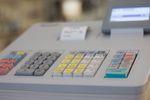 Zwolnienie z kas fiskalnych warunkowane wyciągiem z konta bankowego