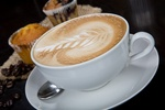 Droższe cappuccino, kawa latte i bawarka