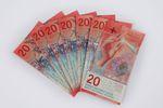Kurs franka w dół, ale raty w górę