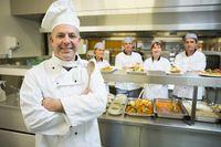 Ile zarabia kucharz, kelner i menedżer restauracji w 2020 roku?