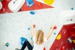 Sale zabaw, parki trampolin, ścianki wspinaczkowe. Czy są bezpieczne?