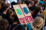 Nie tylko zmiany klimatu. Jakie problemy społeczne bolą młodych?