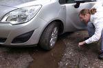 Dziura w drodze uszkodziła auto? Sprawdź, czy należy ci się odszkodowanie