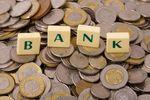 Coraz mniej banków, coraz wyższe opłaty