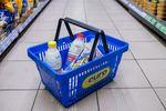 Małe sklepy i coraz większe płatności bezgotówkowe