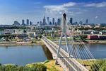 Czym wyróżnia się Warszawa na tle innych polskich miast?