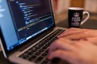 Ile zarabia i kim jest programista-freelancer?