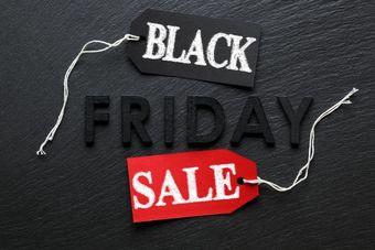 Black Friday i Cyber Monday: jak wyjść cało z szału zakupów?