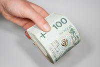 Podatek od darowizny: pieniądze mogą trafić na konto małżonka dziecka